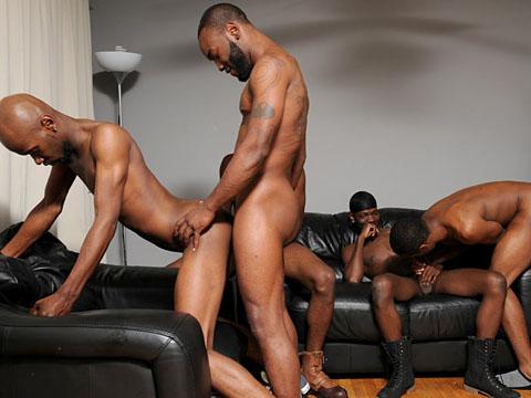 Touze gay en extérieur entre blacks homos TTBM !