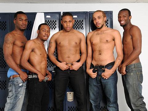 Tournante black gay entre 5 bo mecs virils et sexy !